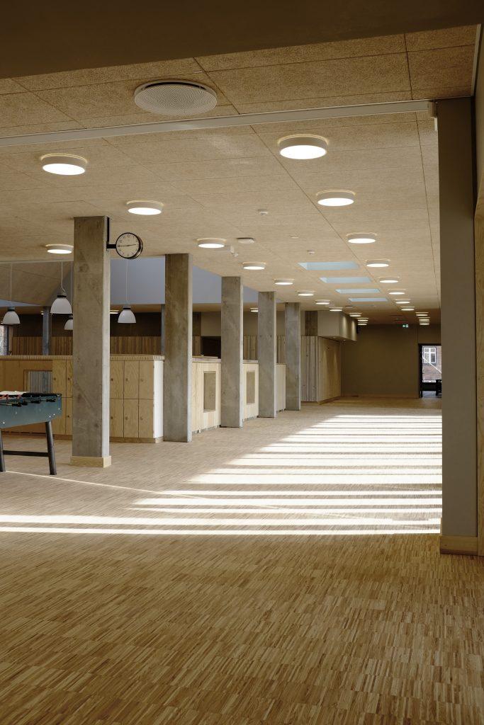 Fællesområde 1.sal med kig til aula_foto Simon Damholt Løwenstein