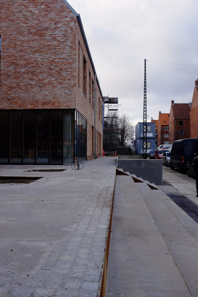 Den nye bygning i sin kontekst_foto Simon Damholt Løwenstein