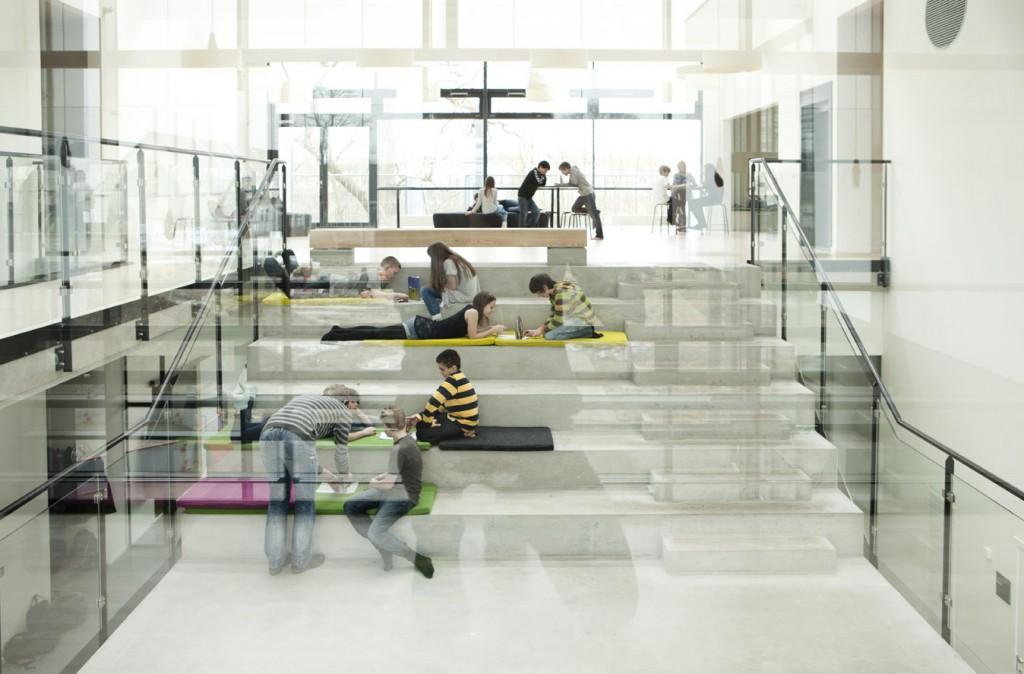 Gruppearbejde på trappen_foto Anders Hviid