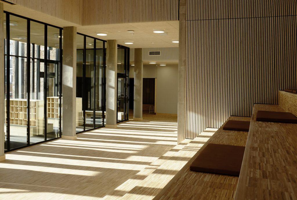 Kig til garderobe/ ny indskolingsbygning