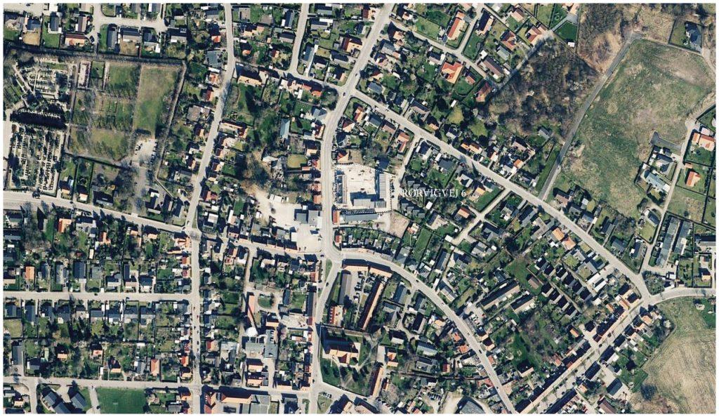 Luftfoto af Nykøbing SJ. med grund